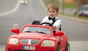 réparer une voiture enfant en panne